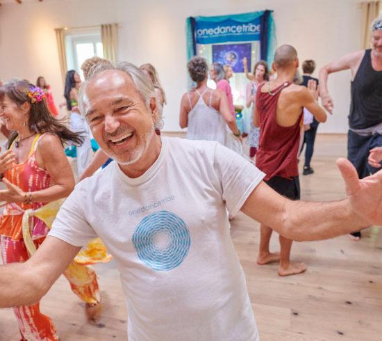 Pier Paolo DeAngelis, cofondateur de OneDanceTribe, parle du pouvoir de la danse consciente de se transformer - Transformer le monde